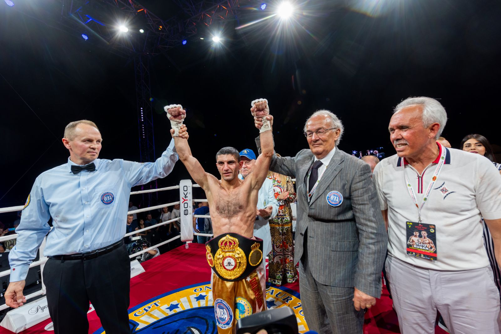 Украинский боксер из Запорожья отстоял титул чемпиона мира по боксу