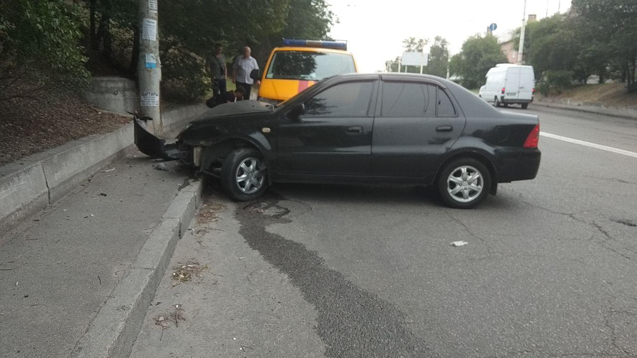 В Запорожье столкнулись две иномарки (Фото)