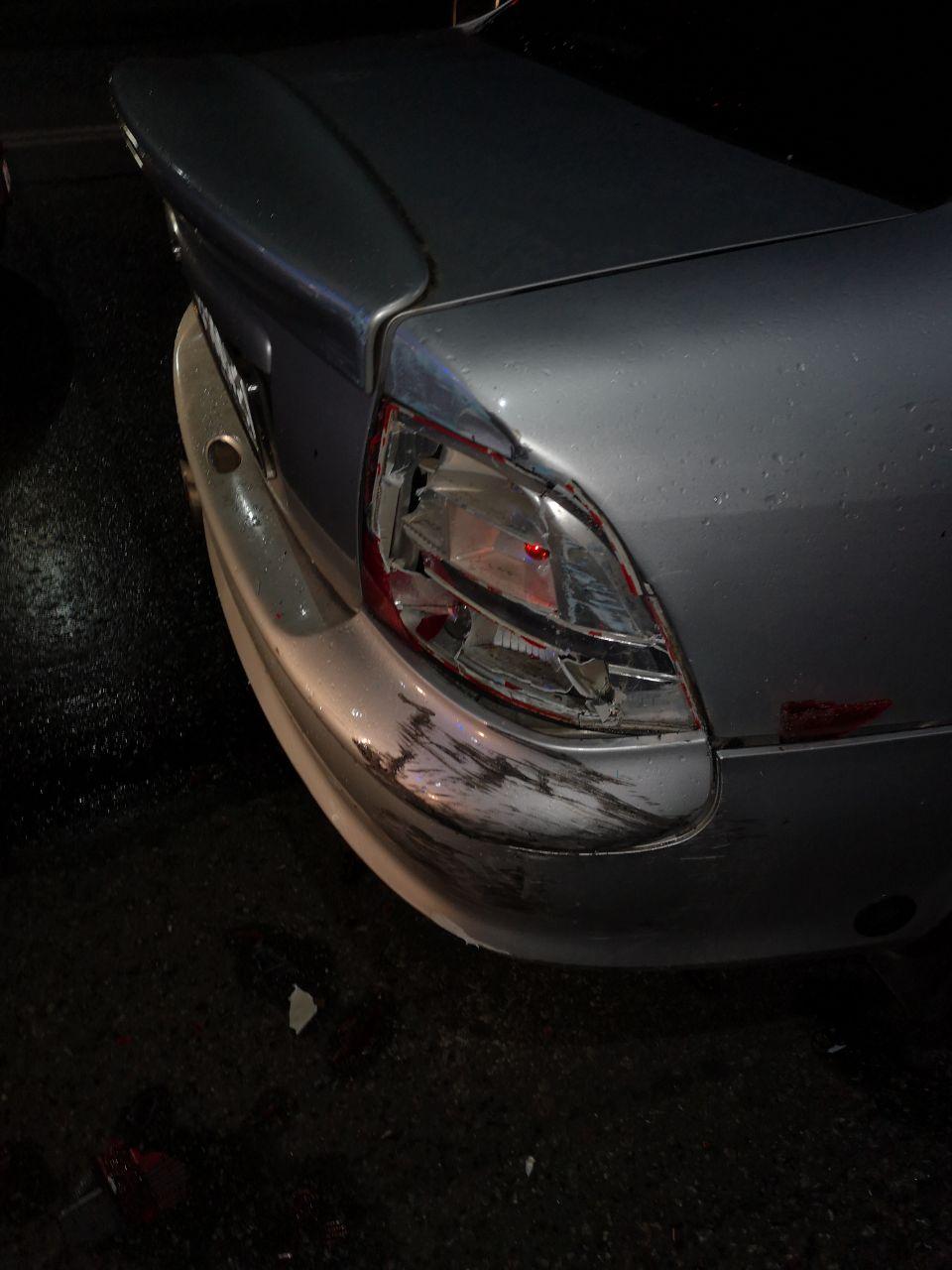 В Запорожье столкнулись грузовик и иномарка (Фото)