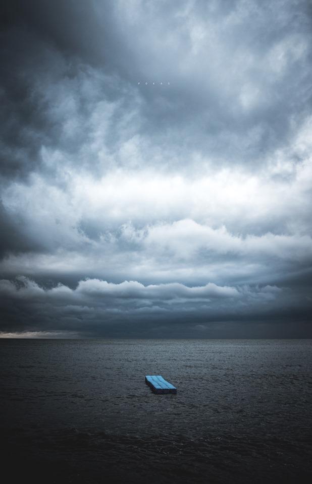 После шторма пляжи Бердянска покрыла зеленая тина (Фото)