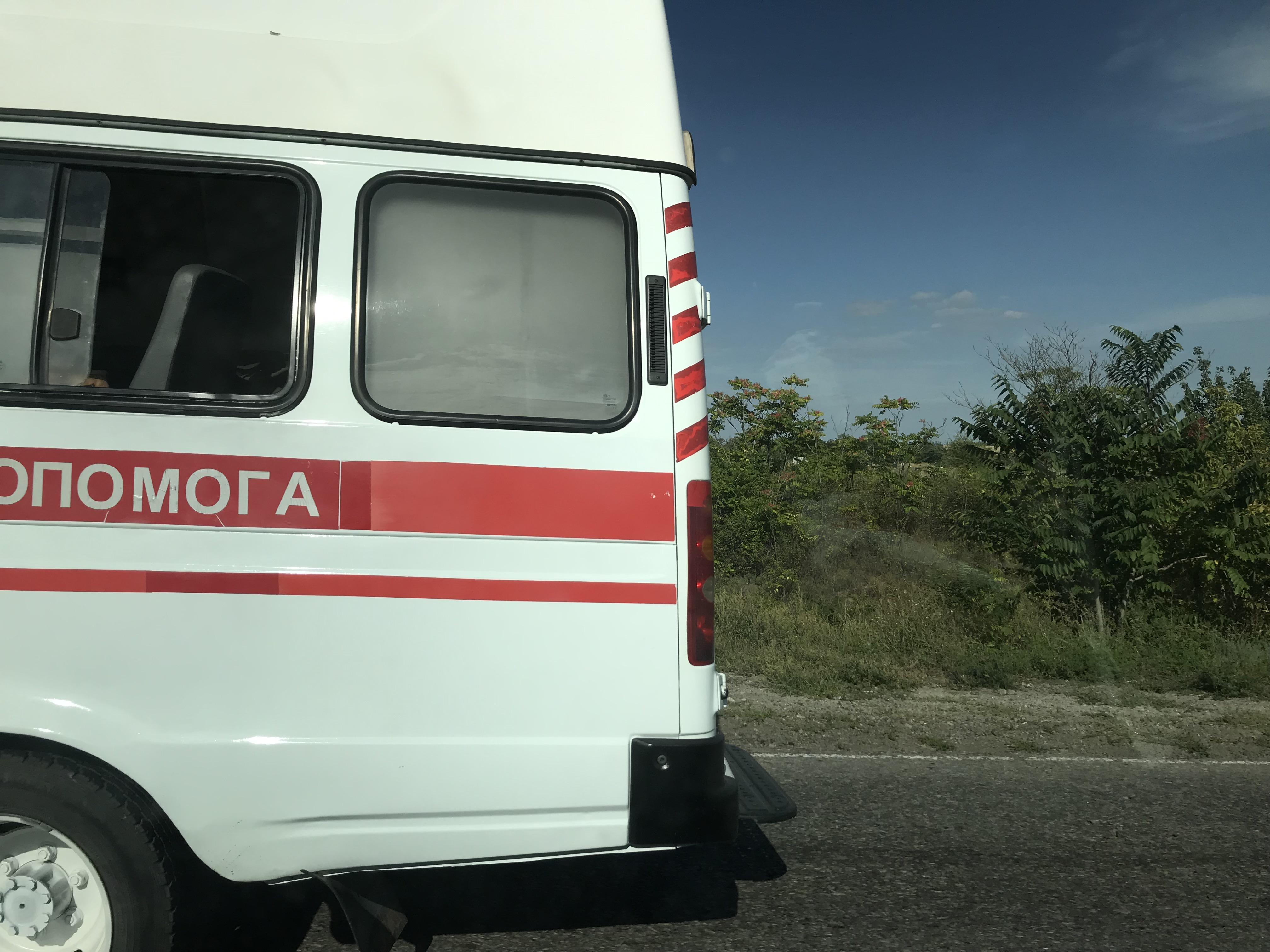 Из-за сразу двух ДТП на запорожской трассе практически остановилось движение. Образовался длинный затор (Фото)