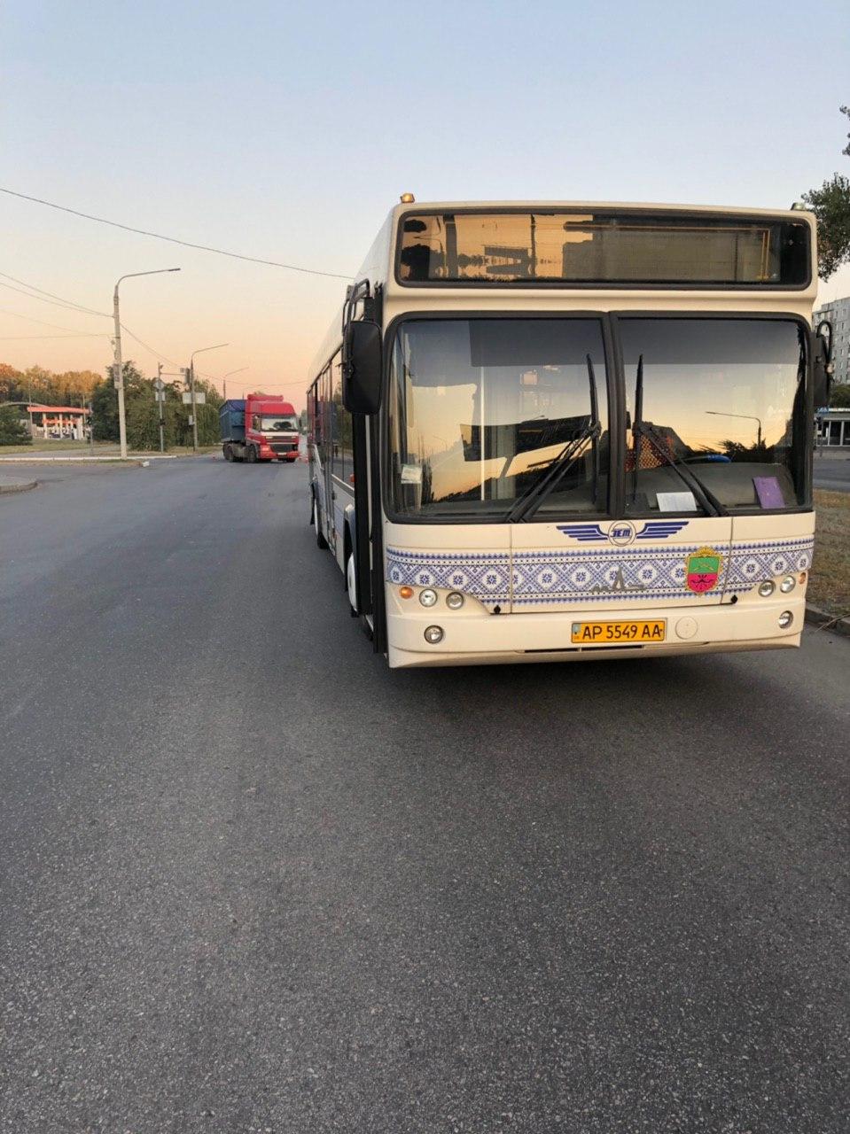 В Запорожье столкнулись грузовик и пассажирский автобус (Фото)