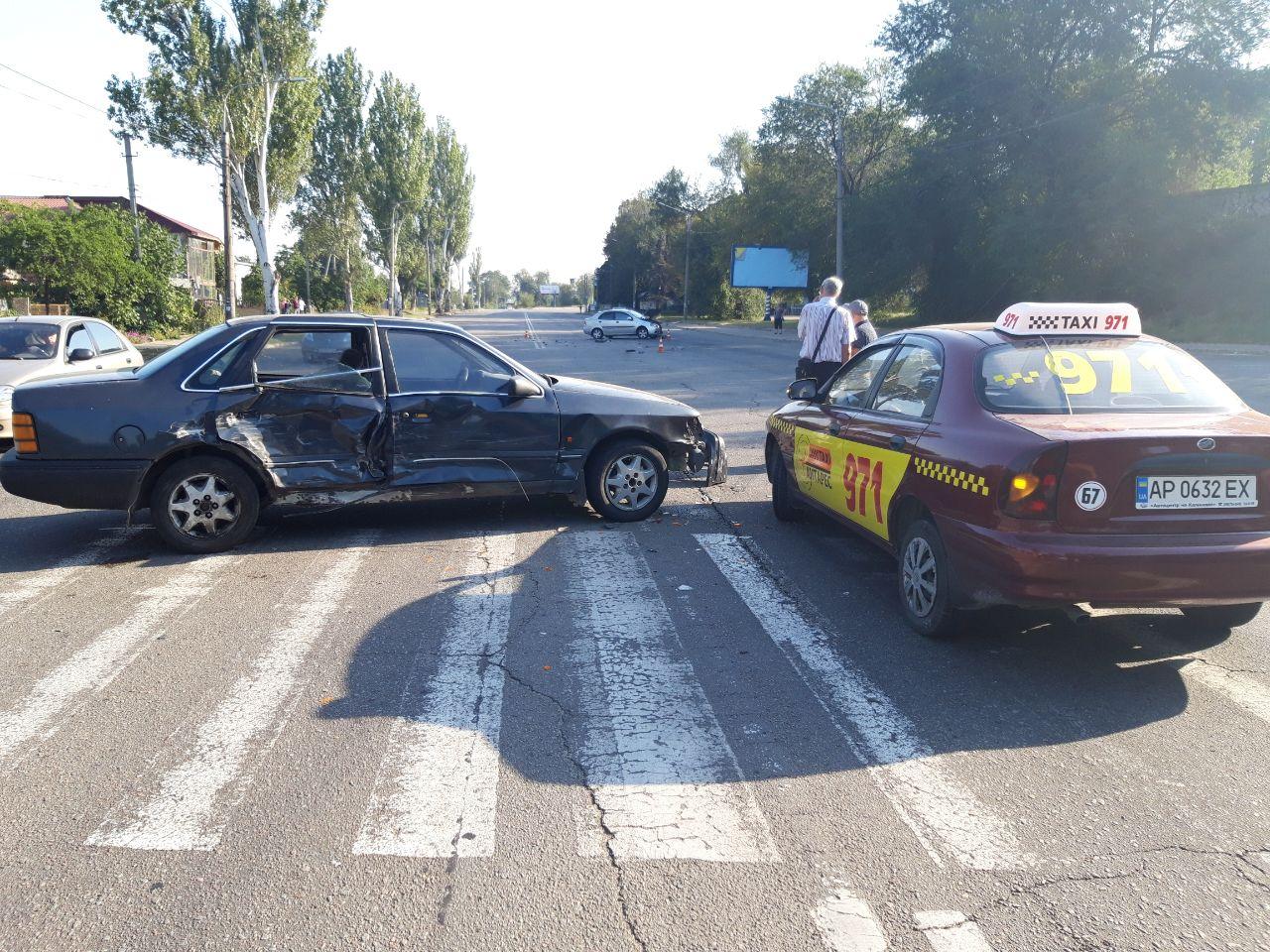 В центре Запорожья произошло тройное ДТП (Фото)