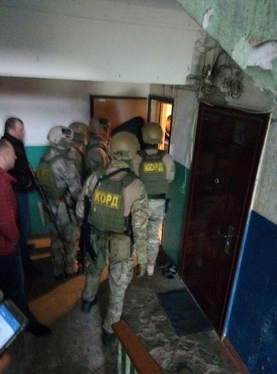 В Запорожье произошло ЧП. Психбольной закрылся  в квартире с заложниками (Фото)