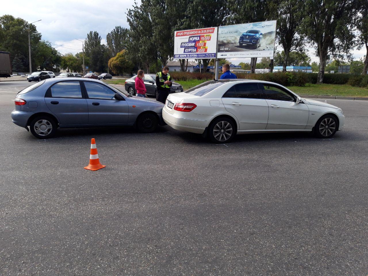 В Запорожье автоледи врезалась в иномарку (Фото)
