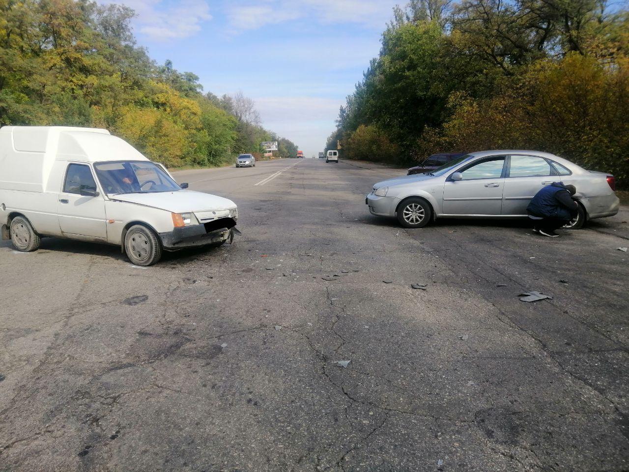 В Запорожье не разминулись два легковых авто (Фото)