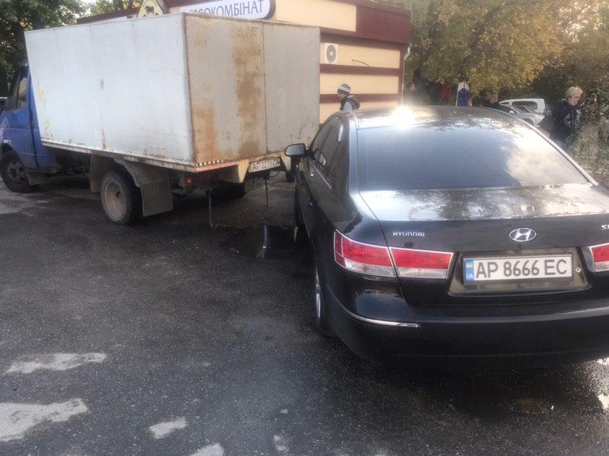 В Запорожье иномарка влетела в грузовик (Фото)