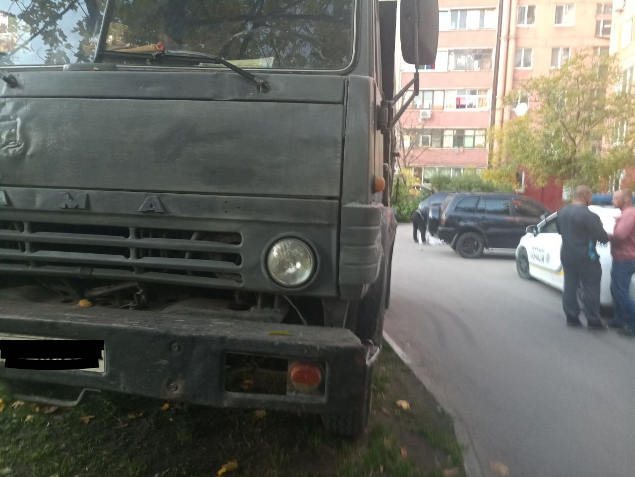 В Запорожье грузовик влетел в иномарку (Фото)