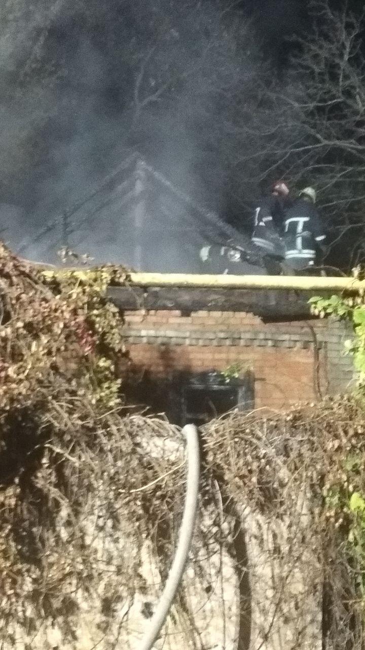 В Запорожье горел дом (Фото)