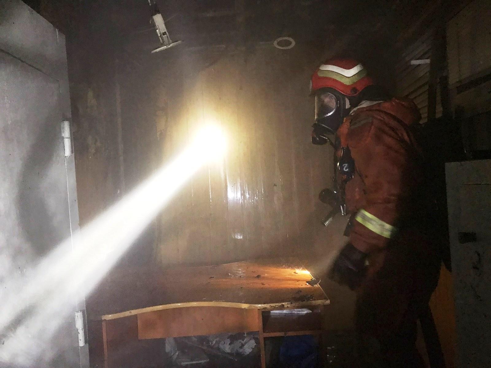 В Запорожье горел магазин (Фото)