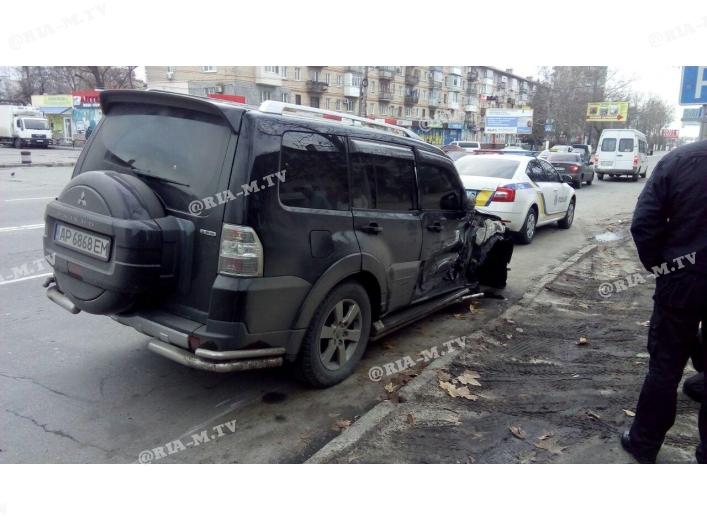 В Запорожской области внедорожник влетел в трактор (Фото)