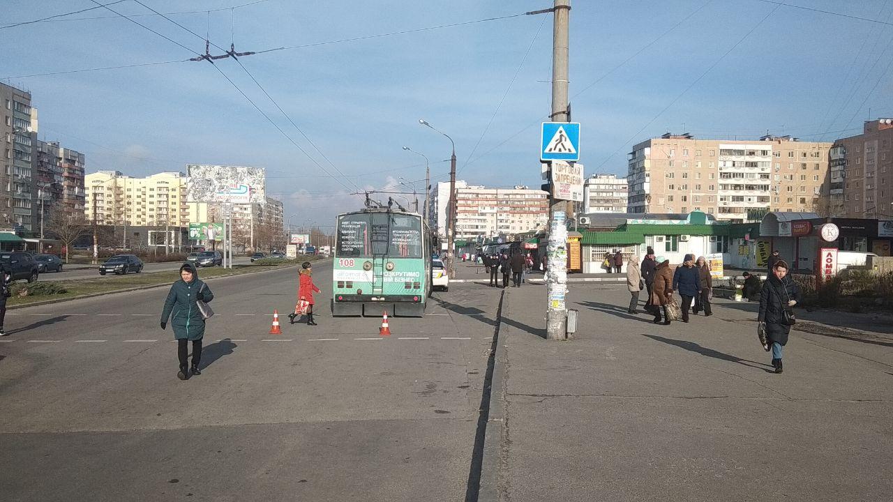 В Запорожье троллейбус сбил пенсионера (Фото)