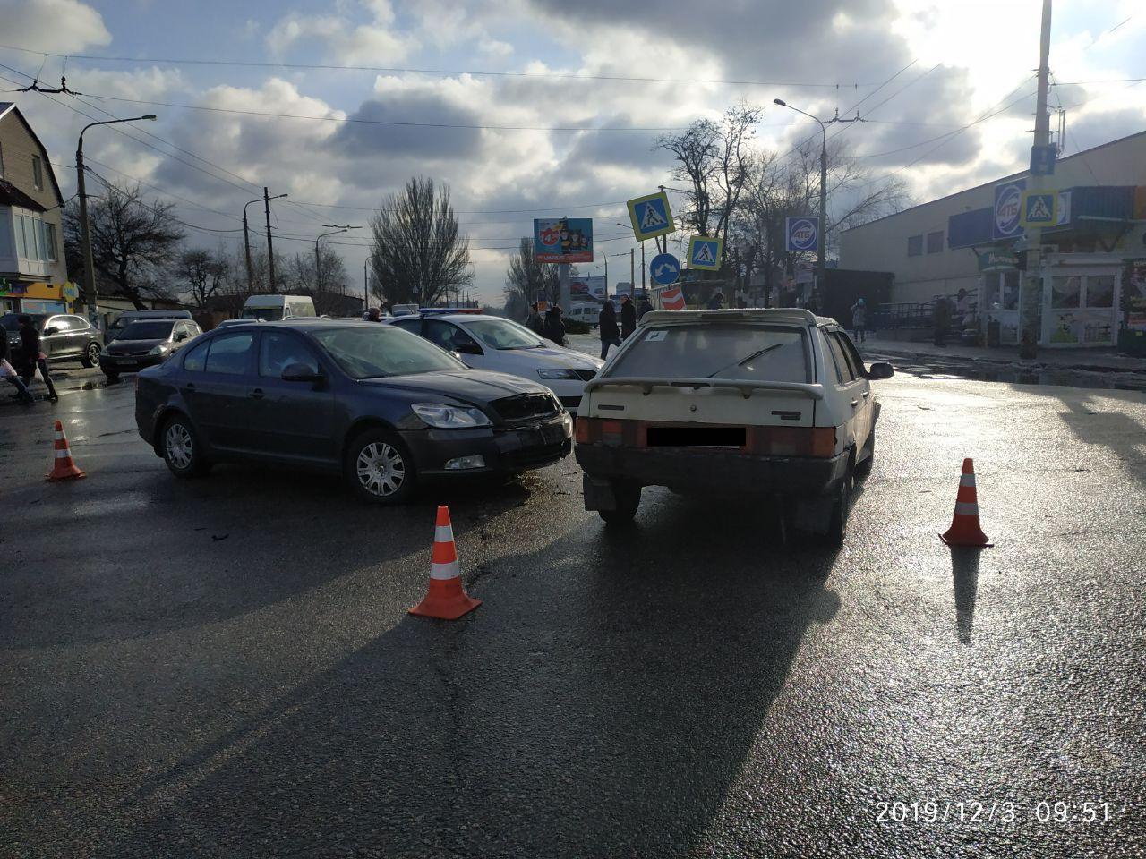 В спальном районе Запорожья автоледи спровоцировала ДТП (Фото)