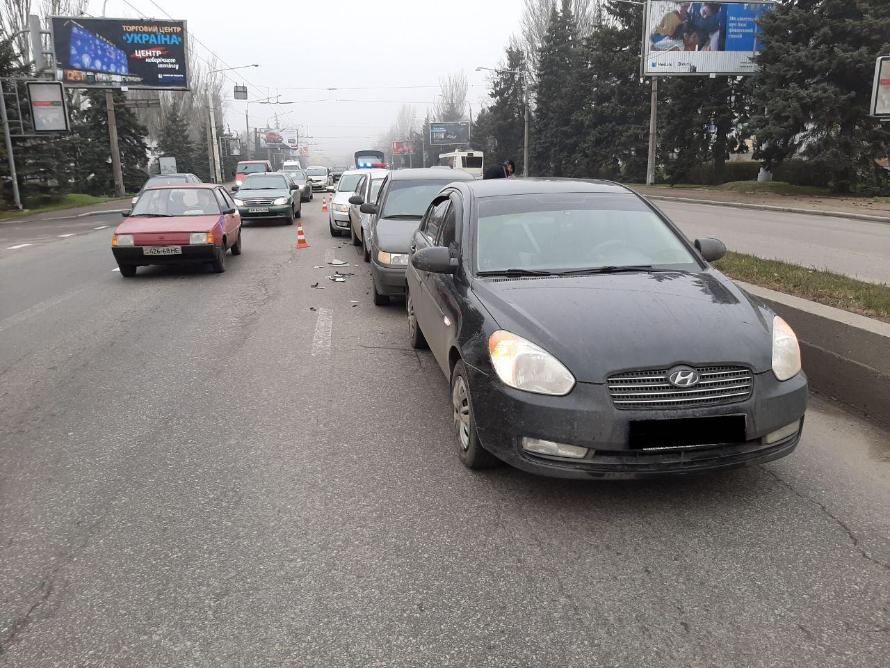 В центре Запорожья массовое ДТП: столкнулись 4 автомобиля (Фото)