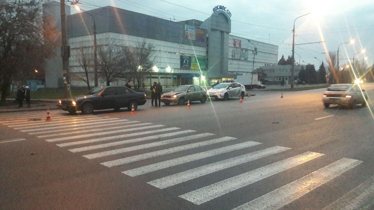 В Запорожье на пешеходном переходе произошло ДТП (Фото)