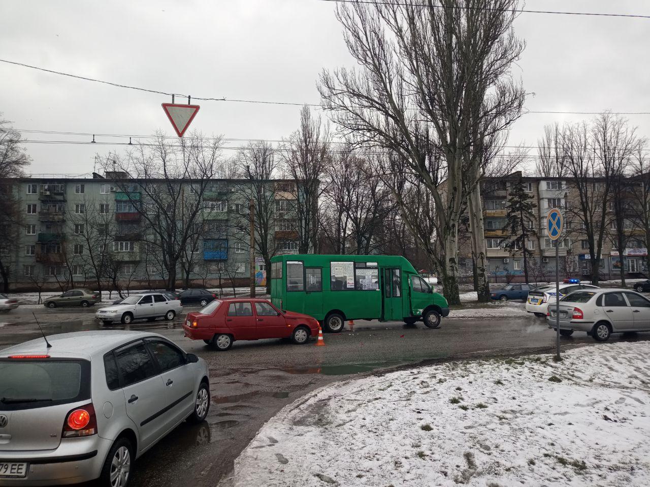 В Запорожье произошло ДТП с участием пассажирского автобуса (Фото)