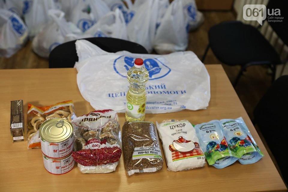 В Запорожье и Бердянске подготовили продуктовые наборы для одиноких пенсионеров: что в наборах, - ФОТО