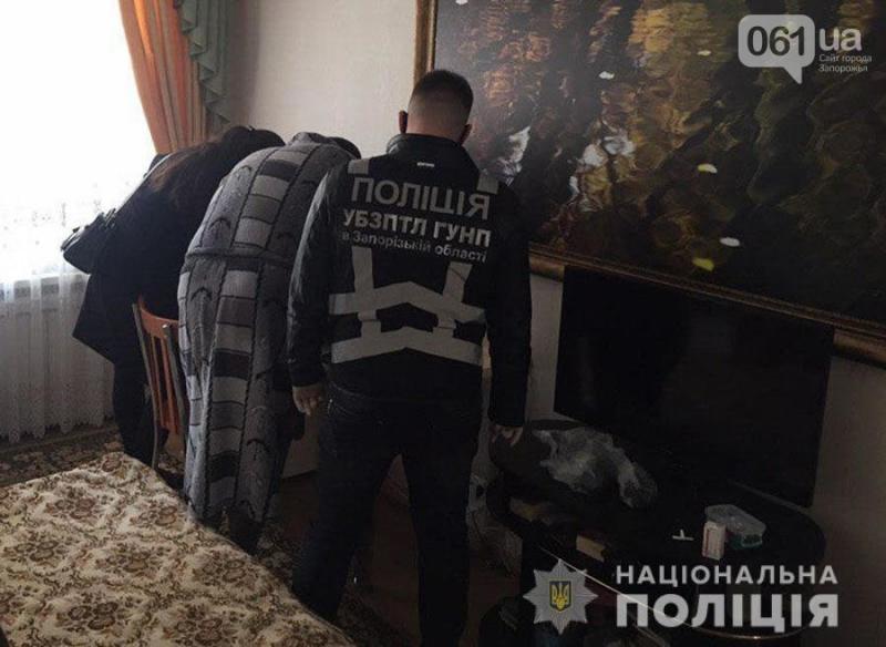 В Запорожье задержали мужчину, который занимался сутенерством и искал клиентов в саунах