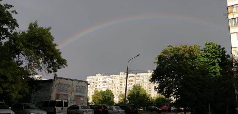 Над Запорожьем взошла огромная радуга