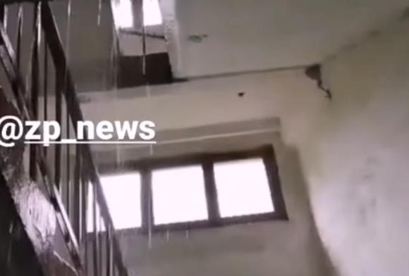 Непогода в Запорожье: одну из городских многоэтажек затопило из-за дождя