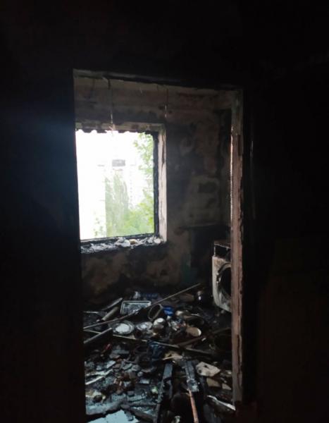 В Запорожье горела квартира: на этаже были ребенок и мужчина