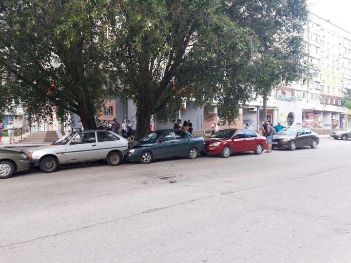 В Запорожье ДТП с пятью машинами