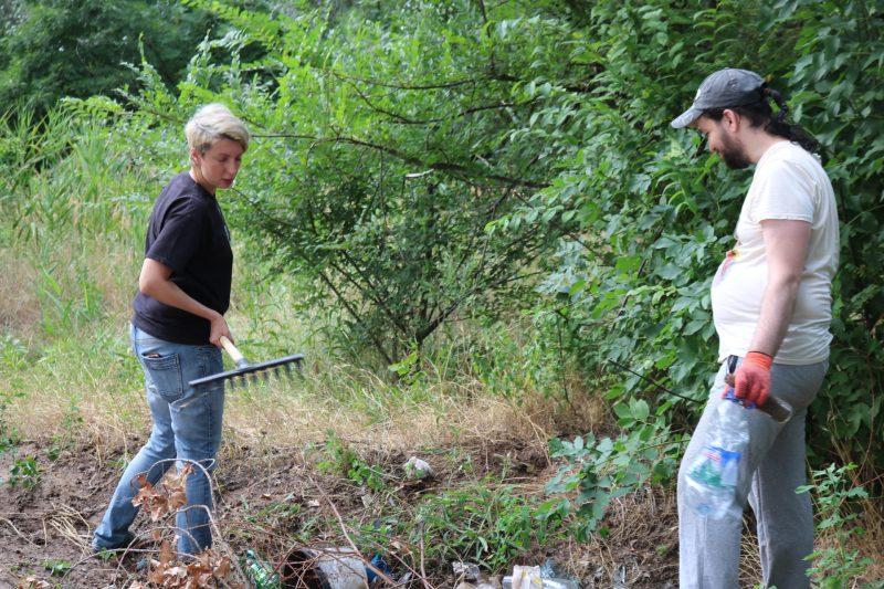 В Запорожье берег Днепра убрали от мусора