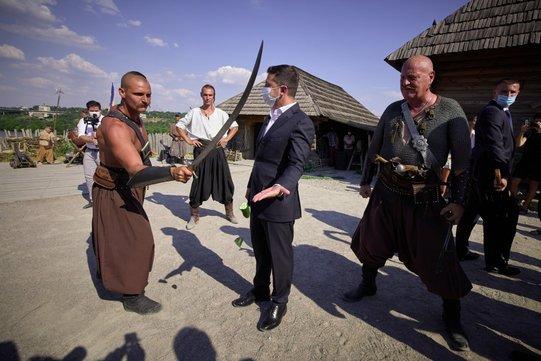Разрубивший огурец Зеленскому козак Лозовой пошел в политику. ВИДЕО