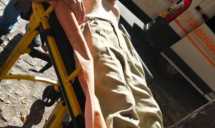 В Запорожье мужчина потерял сознание посреди улицы: разыскиваются родственники